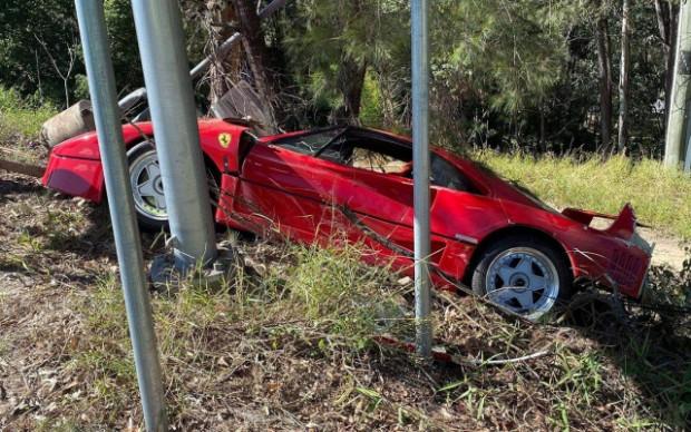 Снимки на последствията от катастрофа седин от най-редките модели наFerrari–