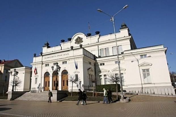 Парламентът излезе във ваканция до 2 септември. Денят вчера бе