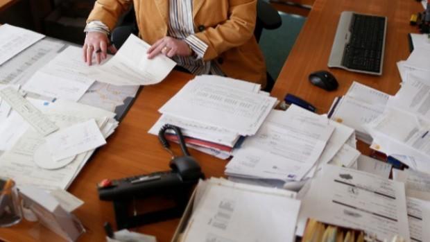 Правителството вдига заплатите на администрацията в 28 държавни институции с