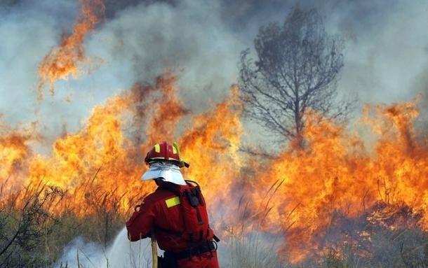 > ИлюстрацияНа място пожарникарите установили че горят бали с фураж.