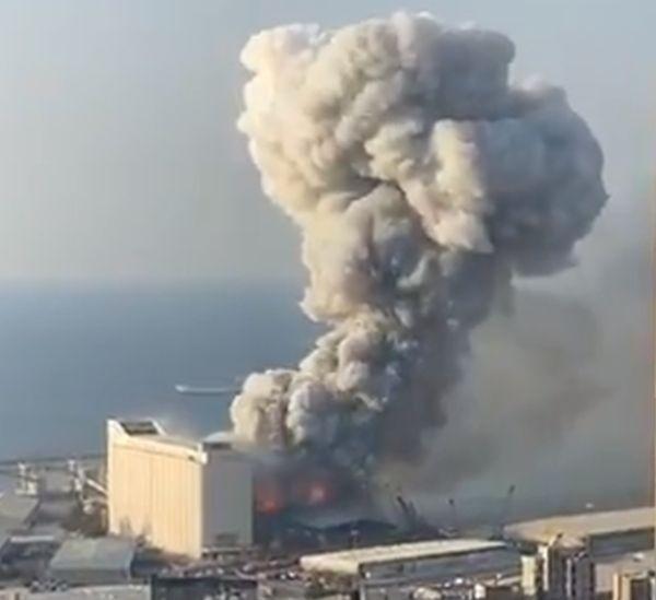ТуитърМощна експлозия разтърси ливанската столица Бейрут малко след 19:00 ч.
