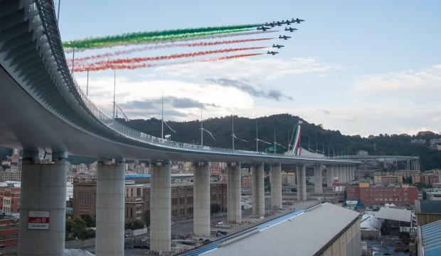 Движението по новия мост в Генуа беше пуснато предсрочно. Съоръжението
