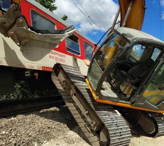 Багер предизвика инцидент с бърз влак от Варна за София,