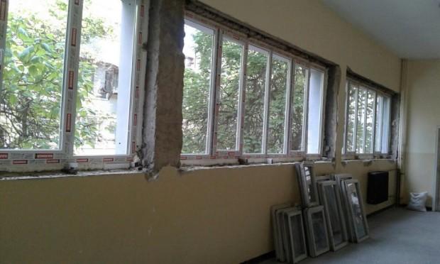 Ремонтни дейности на сгради и дворни площадки се извършватв 17