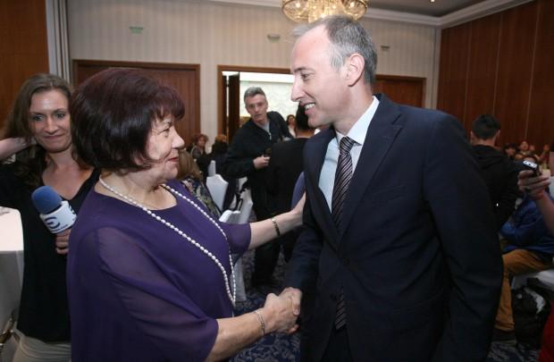 Българските учители ще бъдем потърпевши от оставката на правителството. Това