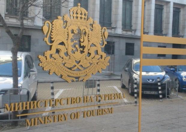 Служителка от администрацията на Министерството на туризма е дала положителна