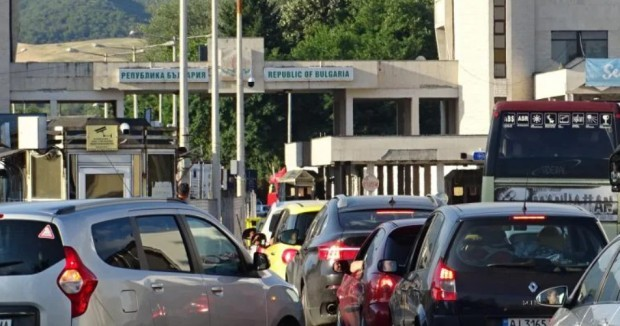 От утре вечер Гърция въвежда забрана за преминаване през всички