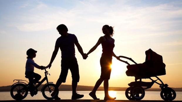 За нормален живот на четиричленно домакинство – двама възрастни и