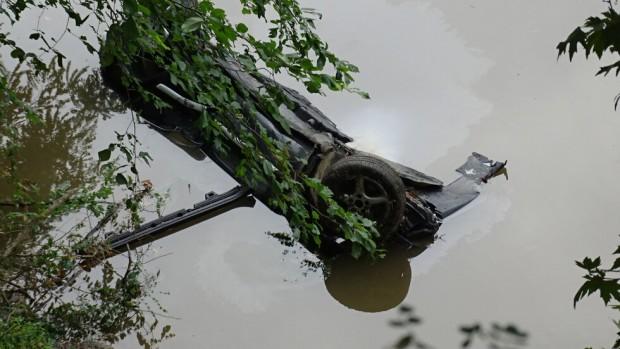 БГНЕСКатастрофирал и паднал в река Струма лек автомобил с немска