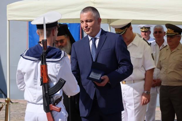 Вчера тържествено бе отбелязан празникът на Военноморскитесили във Варна. Кметът