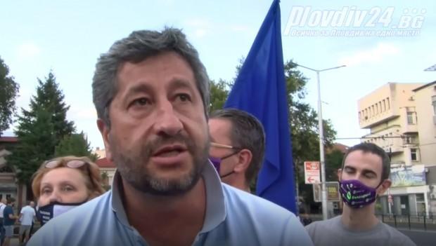 Христо Иванов се обясни за сцената от протеста при Орлов