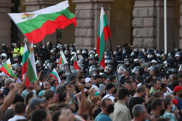 БГНЕСПоловината от пълнолетните български граждани подкрепят идеята за предсрочни парламентарни