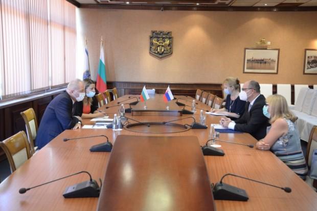 Посланикът на Словакия Н. Пр. Мануел Корчек се срещна днес