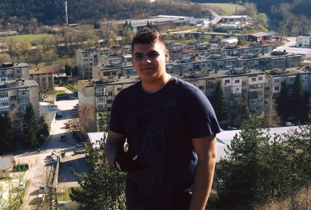 ФейсбукБащата на абитуриента Христо Денев, който почина от коронавирус в